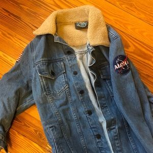 Vintage Jean Jacket with 2 patches (SIZE M)